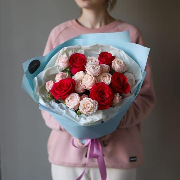 Букет из кустовых пионовидных и одноголовых Роз №885 - Фото 7