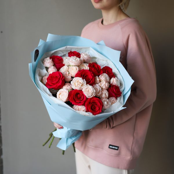 Букет из кустовых пионовидных и одноголовых Роз №886 - Фото 2