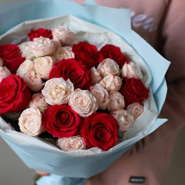 Букет из кустовых пионовидных и одноголовых Роз №886 - Фото 3