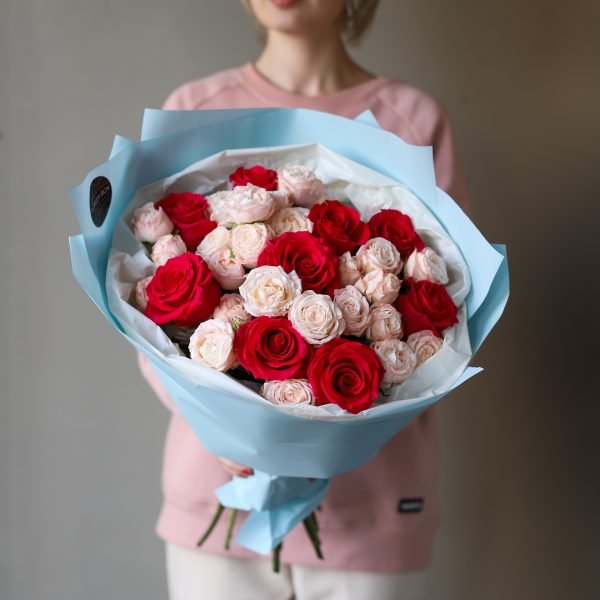 Букет из кустовых пионовидных и одноголовых Роз №886 - Фото 1