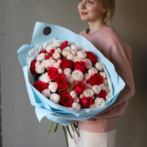 Букет из кустовых пионовидных и одноголовых Роз №887 - Фото 7
