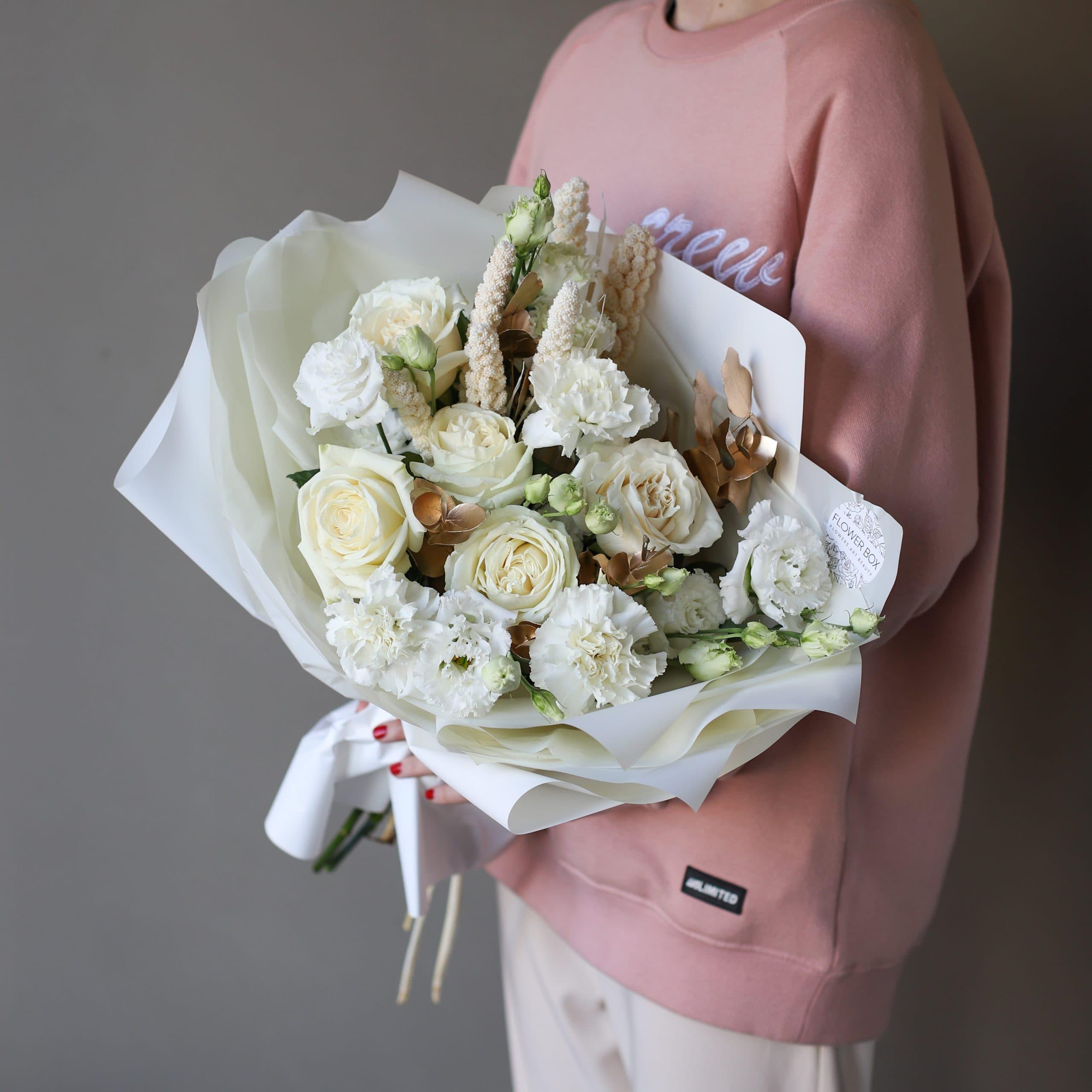 Сборный нежный букет в белом оформлении №898 - Фото 1