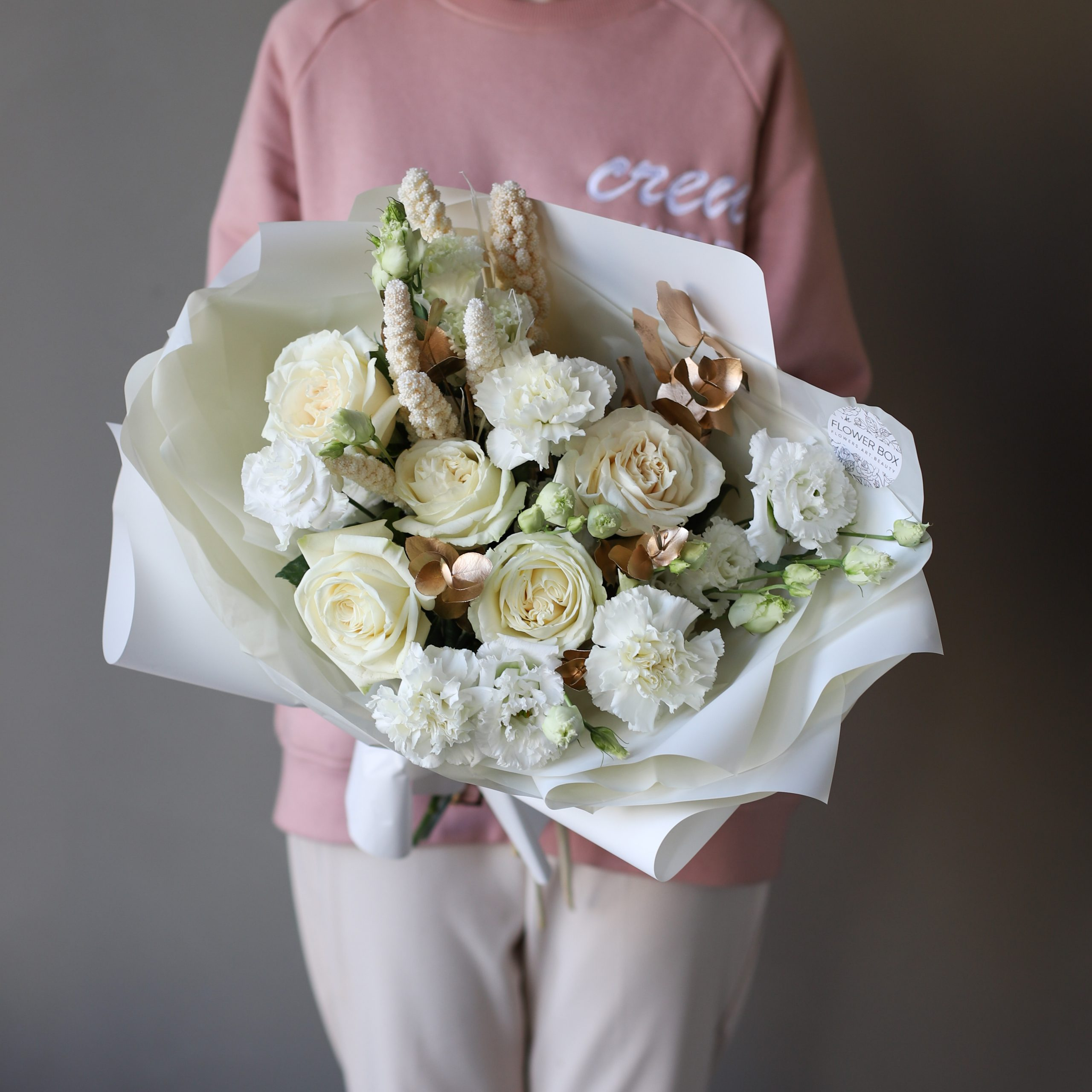 Сборный нежный букет в белом оформлении №898 - Фото 3