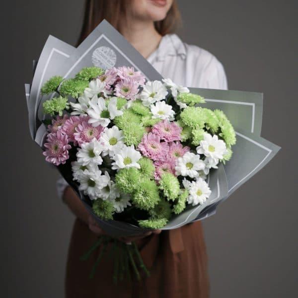 11 кустовых Хризантем микс в сером оформлении №686 - Фото 1