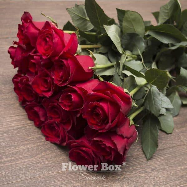 15 Голландских роз красного цвета №254 - Фото 1