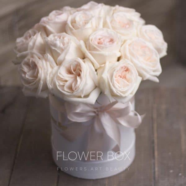 Шляпная коробка S размера с пионовидными розами №150 - Фото 1