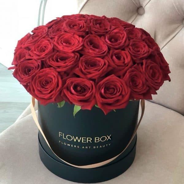 Шляпная коробка черная М с 41 красной розой №372 - Фото 1