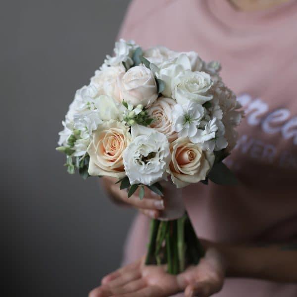 Букет невесты с кремовыми розами  №982 - Фото 1