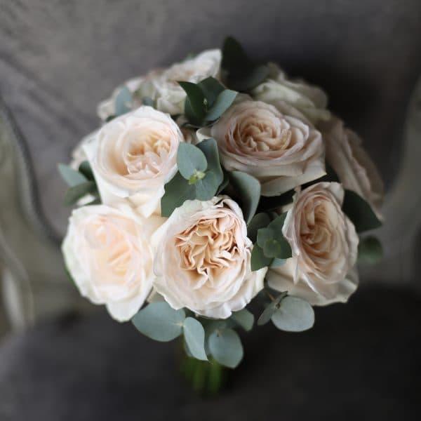 Букет невесты из пионовидных роз и зелени №979 - Фото 1
