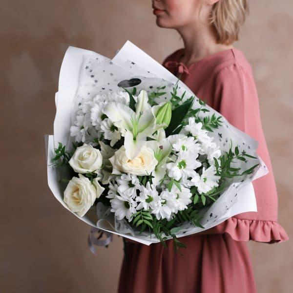 Сборный букет с лилией в белой гамме №1003 - Фото 3