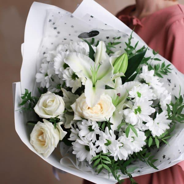 Сборный букет с лилией в белой гамме №1003 - Фото 2