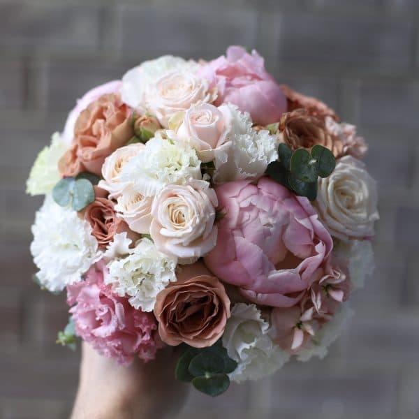 Букет невесты с розами капучино и пионами №946 - Фото 1