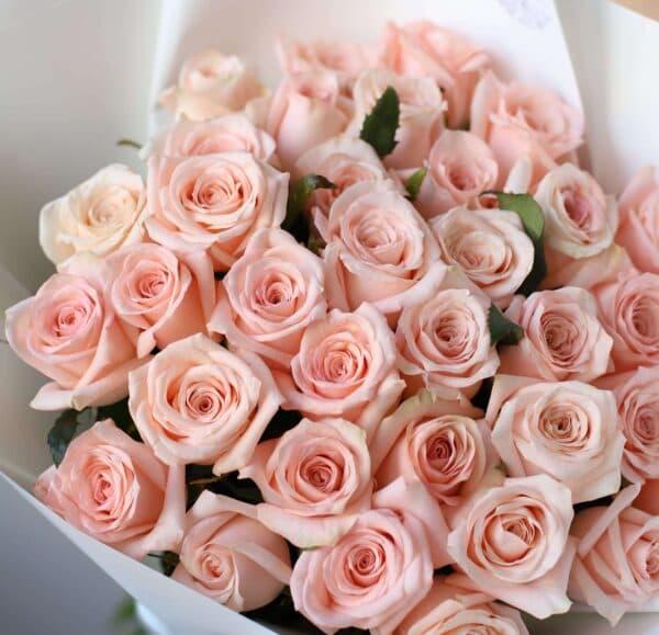 Монобукет из 35 Российских роз в оформлении №1026 - Фото 34
